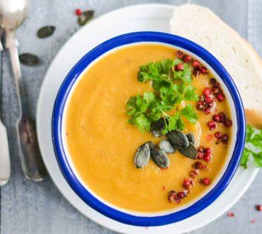 Συνταγή: Θρεπτική, κρεμώδης vegan σούπα από γλυκοπατάτα