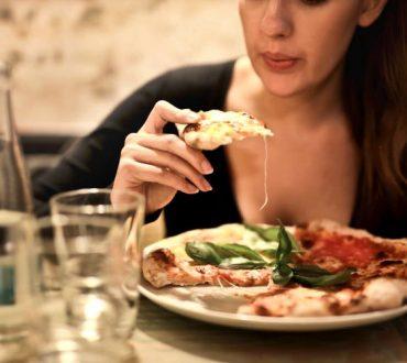 Στρες και διατροφή: Ποιες οι επιπτώσεις του στις διατροφικές μας συνήθειες και πώς μπορούμε να το ελέγξουμε