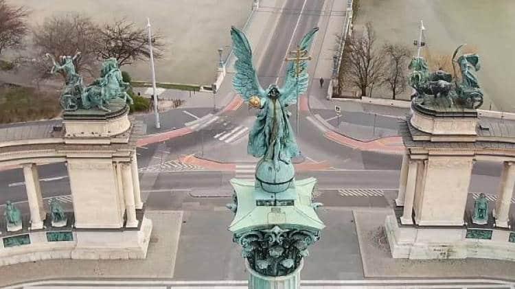 Βίντεο από drone δείχνει τους άδειους δρόμους μεγαλουπόλεων που βρίσκονται σε καραντίνα
