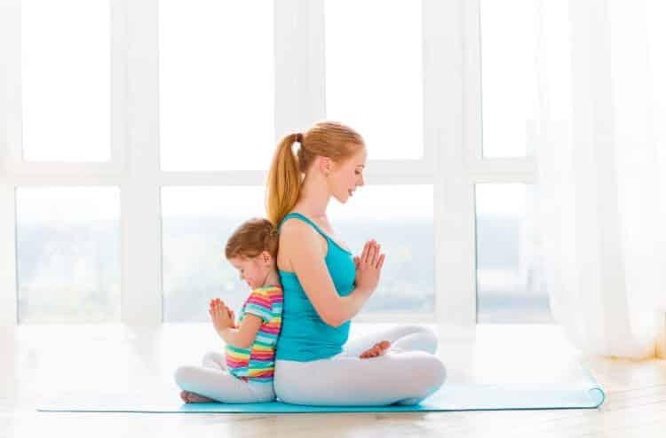 Πρωινή γιόγκα: Οι ασκήσεις που μας βοηθούν να ξεκινάμε αισιόδοξα τη μέρα μας