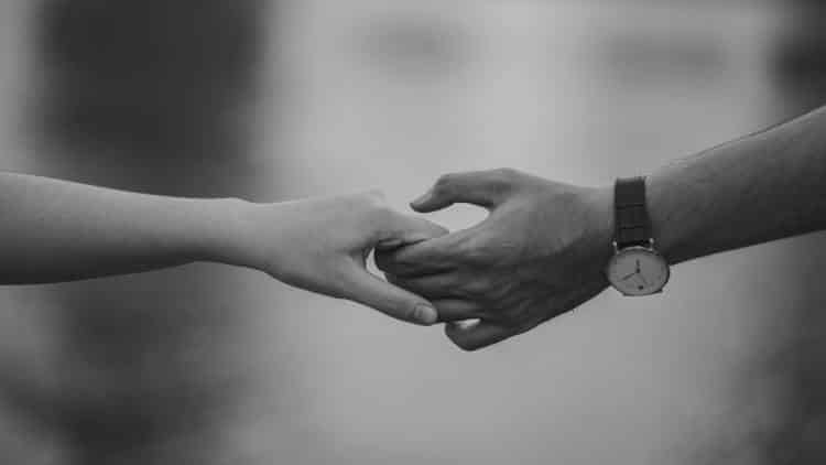 Εκείνη η αγάπη... όταν μου άπλωνες το χέρι γιατί η ζωή αποφάσισε το «πάνω» να το ανέβουμε μαζί