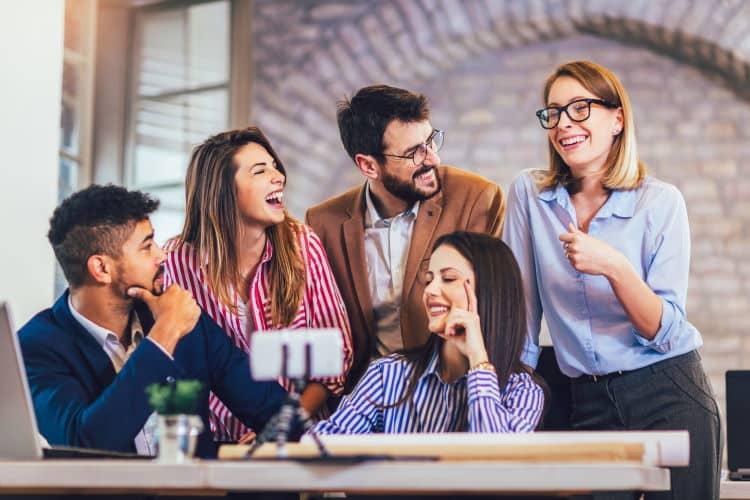 Η δύναμη της «ανίσχυρης επικοινωνίας» και πώς μπορείτε να την εφαρμόσετε