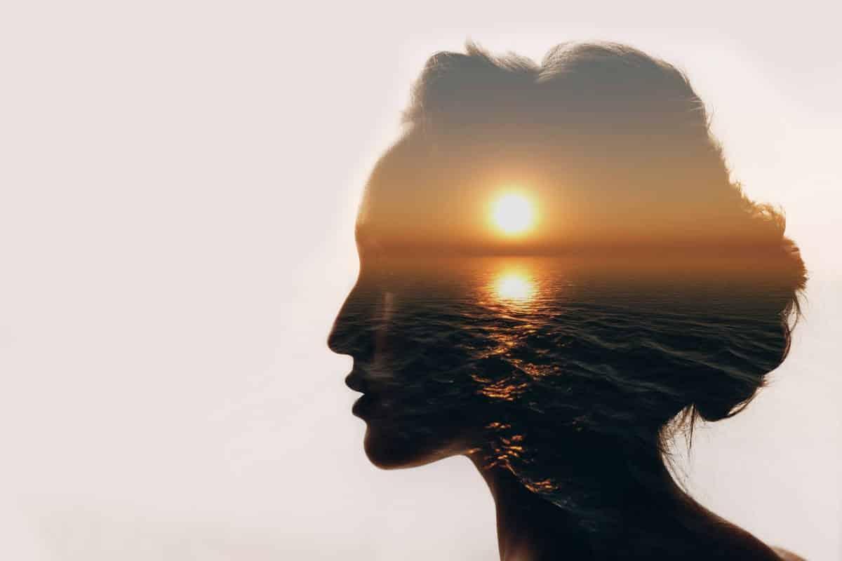 Η ευτυχία βρίσκεται στη συμφιλίωση με τον χρόνο που περνάμε με τον εαυτό μας