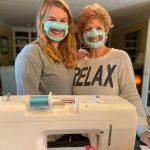 Φοιτήτρια κατασκευάζει ειδικές μάσκες για τα άτομα που αντιμετωπίζουν προβλήματα ακοής