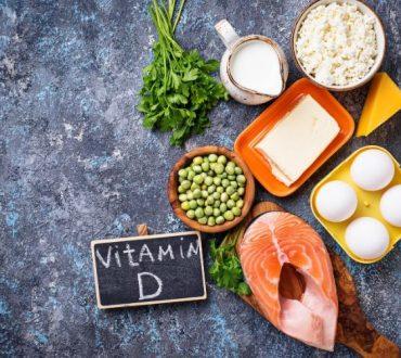 Βιταμίνη D και βιταμίνη D3: Οι διαφορές τους, τα οφέλη στην υγεία και οι τροφές από όπου θα τις λάβετε