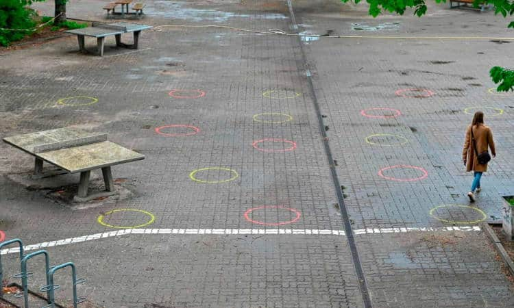 Γαλλία: Θλιβερές εικόνες από τα προαύλια μετά την επαναλειτουργία των σχολείων