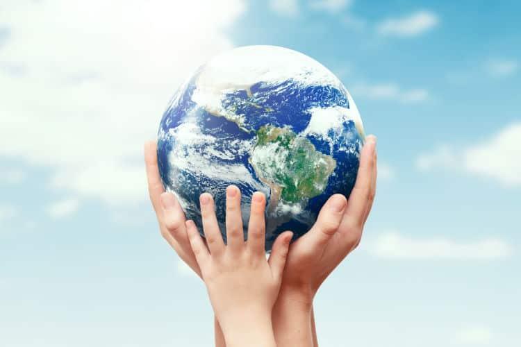 Αρούν Γκάντι: Η ειρήνη δεν έρχεται απλώς επειδή τη ζητάμε, πρέπει να χτίζεται τούβλο-τούβλο