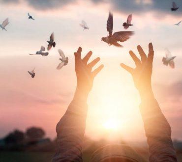 «Πνευματική Φυγή»: Όταν η πνευματικότητα μας αποσυνδέει από την πραγματικότητα