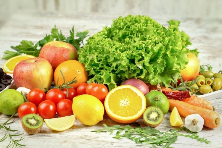 """Ουρικό οξύ και διατροφή: Οι απαγορευμένες τροφές και οι τροφές που το """"ρίχνουν"""""""