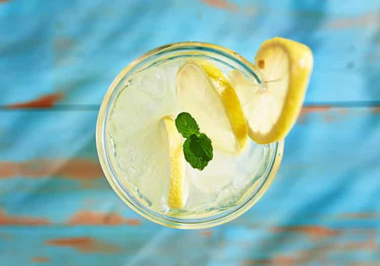 Συνταγή: Σπιτική λεμονάδα με σιρόπι αγαύης