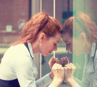 Υπεραντιδραστικότητα: Ποια η σχέση της με την κατάθλιψη και η θετική της πλευρά
