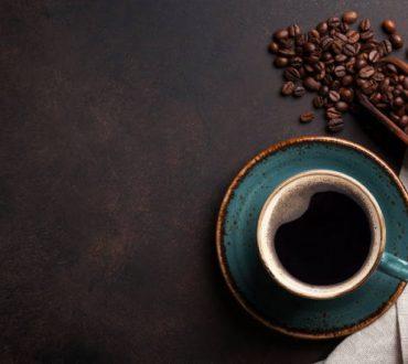 Καφεΐνη: Πώς να την καταναλώσουμε με τον πιο υγιεινό και ασφαλή τρόπο