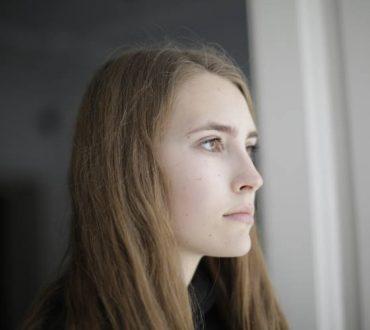 Κατάθλιψη: Πώς οι αρνητικές και στρεβλές σκέψεις «εξουσιάζουν» το νου