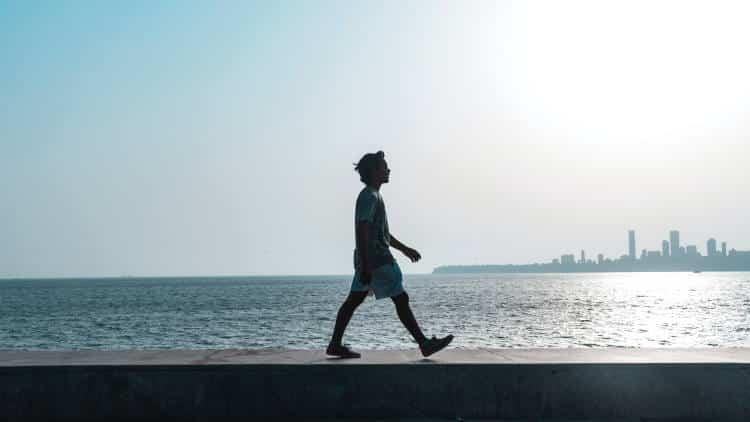 Έρευνα: Πόσα βήματα την ημέρα συνδέονται με μειωμένο κίνδυνο πρόωρου θανάτου;