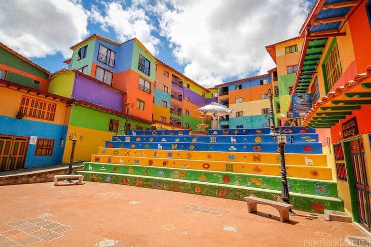 Η πιο πολύχρωμη πόλη του κόσμου βρίσκεται στην Κολομβία (Φωτογραφίες)