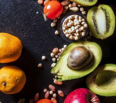 Ποιες τροφές να επιλέγουμε και ποιες να αποφεύγουμε σε κάθε δεκαετία της ζωής μας