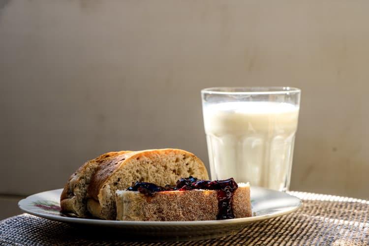 Γάλα γαϊδούρας: Οι ευεργετικές του ιδιότητες, τρόποι χρήσης και τα οφέλη του στην υγεία