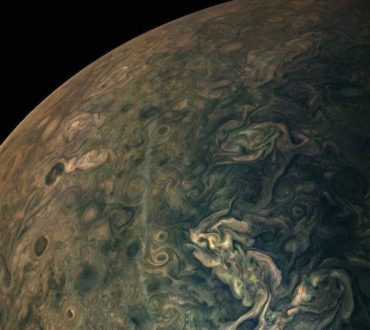 NASA: Μαγευτικές φωτογραφίες του πλανήτη Δία μοιάζουν με πίνακες ζωγραφικής