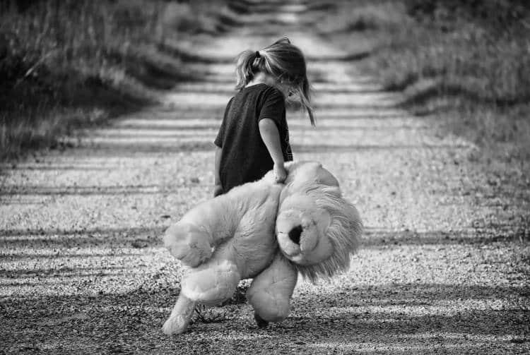 Το παιδικό τραύμα επιφέρει πρόωρη γήρανση σε σώμα και εγκέφαλο, σύμφωνα με έρευνα