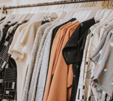 Slow Fashion: Τι είναι η βιώσιμη μόδα και πώς μπορούμε να τη στηρίξουμε