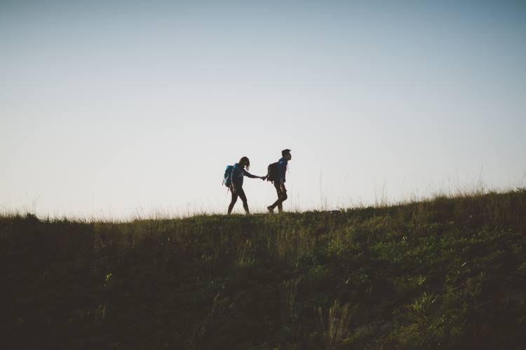 7 σημάδια που μαρτυρούν ότι δυσκολευόμαστε να εμπιστευθούμε τους άλλους