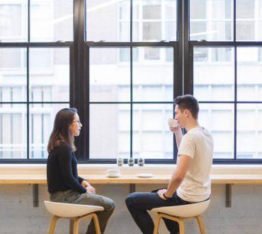 Πώς να διευκολύνουμε κάποιον να μιλήσει για την ψυχική του υγεία