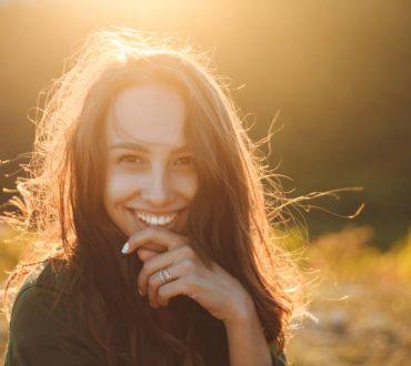 Να χαμογελάς στη ζωή ακόμα κι όταν εκείνη μοιάζει να σου κρατάει μούτρα...