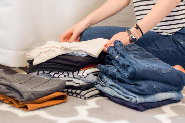 9 τρόποι να χρησιμοποιούμε το ξύδι στον καθαρισμό και στο φρεσκάρισμα των ρούχων
