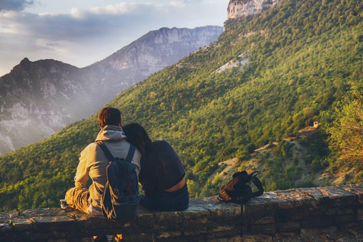 Τα ζευγάρια τείνουν να μοιράζονται συνήθειες που σχετίζονται με την υγεία τους, ακόμα και τις πιο ανθυγιεινές!