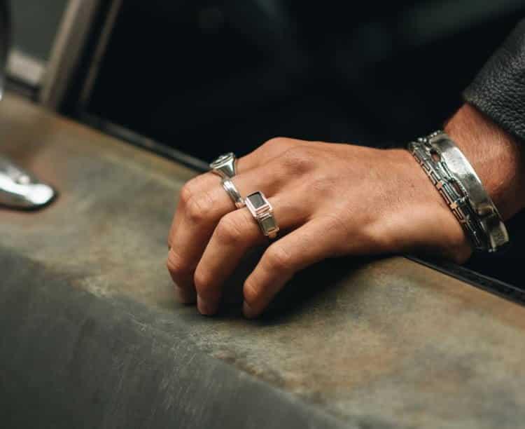 Το αντρικό δαχτυλίδι και οι ποικίλοι συμβολισμοί του