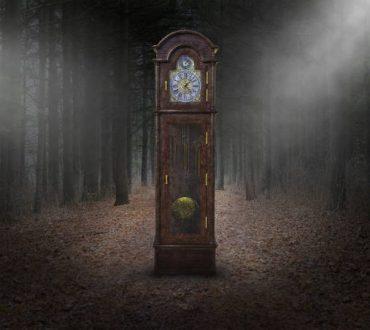 Δύσκολη η μοναξιά, σαν την Αλίκη στη χώρα των θαυμάτων... Σε πετάνε σε μια τρύπα που λέγεται ζωή και σου λένε προχώρα