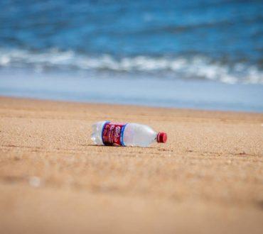 Επιστήμονες ανακάλυψαν ένζυμο που «καταβροχθίζει» το πλαστικό σε λίγες μόνο μέρες