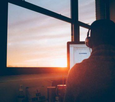 Ξεφεύγοντας από την «τυραννία» της παραγωγικότητας: Γιατί η συνεχής απασχόληση με κάτι είναι υπερεκτιμημένη