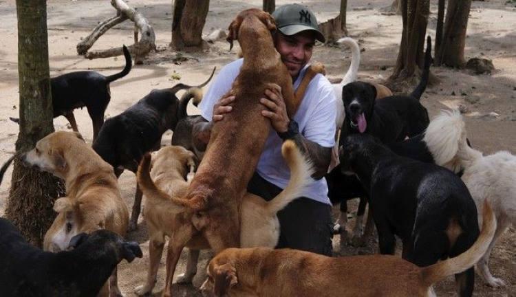 Μεξικό: Άνδρας προσφέρει καταφύγιο σε 300 σκύλους και τους σώζει από τυφώνα