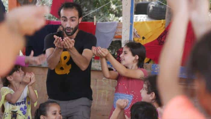 Οι νότες της αλλαγής: Ενδυναμώνοντας τα παιδιά στους προσφυγικούς καταυλισμούς μέσω της μουσικής