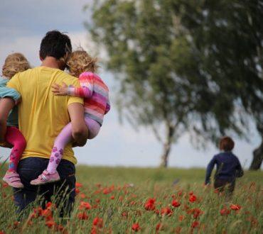 Πόσο σημαντικό είναι να αποδεχτούμε την ευαλωτότητά μας ως γονείς και πώς να το προσπαθήσουμε