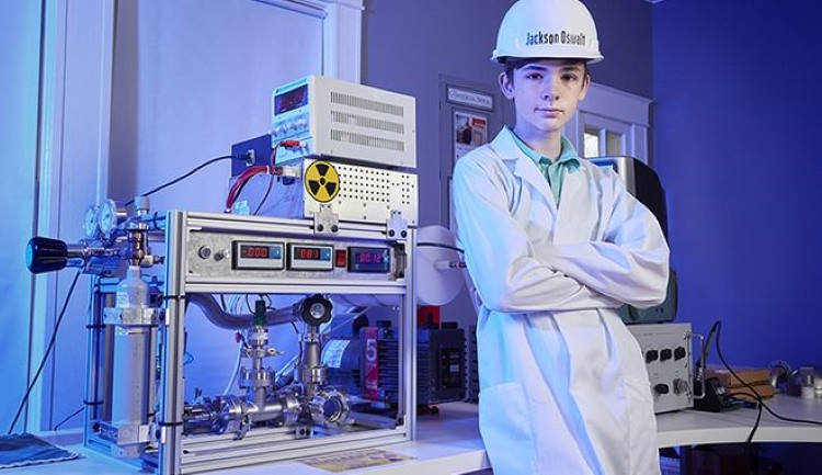 ΗΠΑ: Έφηβος γίνεται ο νεότερος άνθρωπος που πετυχαίνει πυρηνική σύντηξη στο δωμάτιό του