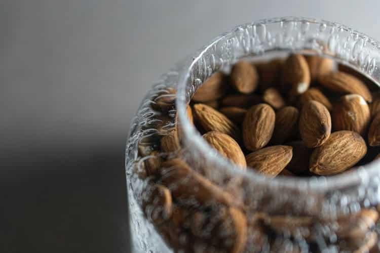 Βούτυρο αμυγδάλου: 4 στοιχεία που χρειάζεται να γνωρίζουμε για την κατανάλωσή του