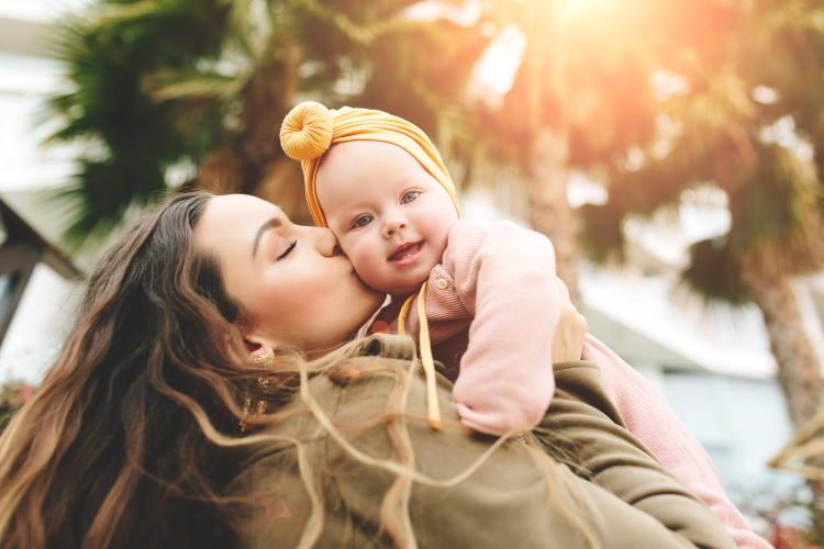 Όταν η αγάπη της μάνας γίνεται «θηλιά υπερπροστασίας» που πνίγει το παιδί...