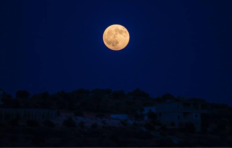 Η Κίνα έστειλε διαστημικό αεροσκάφος στη Σελήνη για συλλογή πετρωμάτων μετά από 40 χρόνια