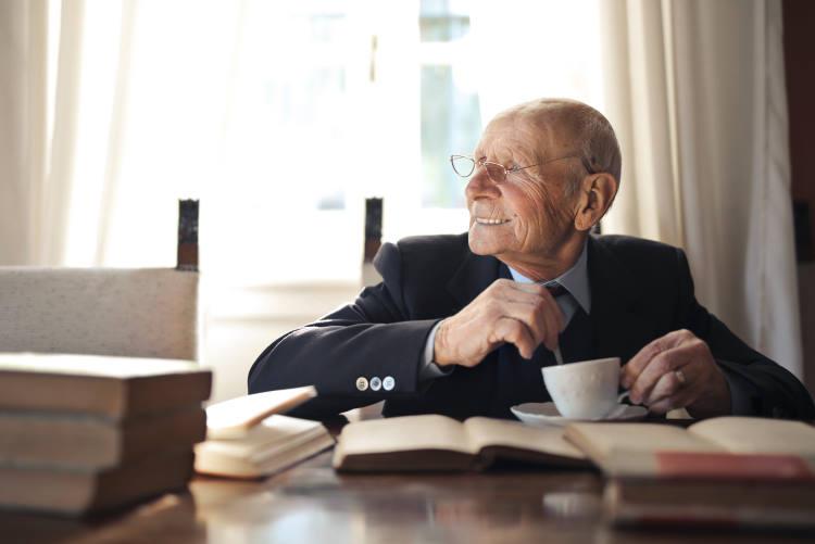 «Βιβλίο στο σπίτι για την τρίτη ηλικία»: Ο Δήμος Παύλου Μελά παραδίδει δωρεάν βιβλία σε κατοίκους άνω των 65 ετών