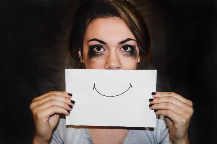Είναι εκπληκτικό πόσος πόνος μπορεί να κρυφτεί πίσω από ένα και μόνο χαμόγελο