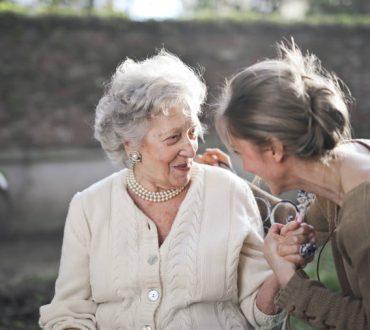 Οι υψηλές δόσεις βιταμίνης D μπορεί να καθυστερούν την σωματική αδυναμία σε μεγάλες ηλικίες