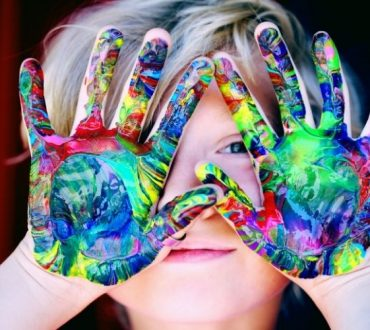 Τα παιδιά χρησιμοποιούν και τα δύο ημισφαίρια του εγκεφάλου