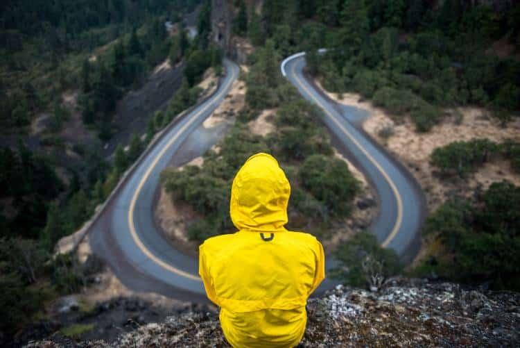 Βρίσκεστε σε ηθικό δίλλημα; Η ερώτηση που «πρέπει» να κάνετε στον εαυτό σας για να αποφασίσετε