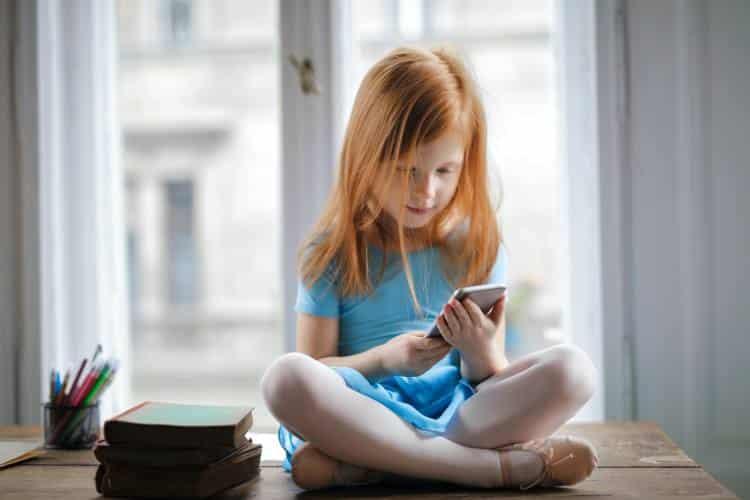 Πώς να διδάξουμε στα παιδιά να αναγνωρίζουν τις ψευδείς ειδήσεις στο διαδίκτυο