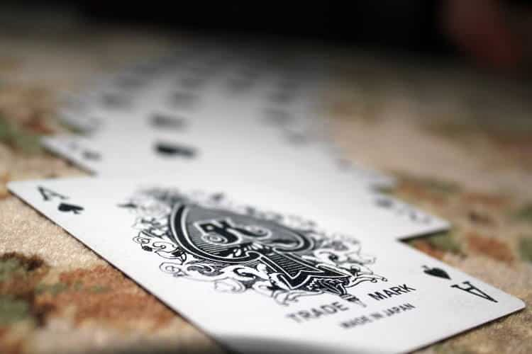 Στα χαρτιά (και στη ζωή) δεν κερδίζει εκείνος που έχει το καλύτερο χαρτί, αλλά εκείνος που παίζει καλύτερα το χαρτί που του δόθηκε