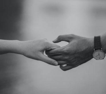"""""""Άρνηση για την αλλαγή"""": Τι κάνουμε όταν ο σύντροφός μας δεν κάνει το επόμενο βήμα;"""