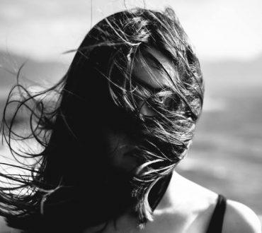 Καρλ Γιουνγκ: «Ο άνθρωπος δεν διαφωτίζεται φανταζόμενος φιγούρες φωτός, αλλά κάνοντας το σκοτάδι συνειδητό»