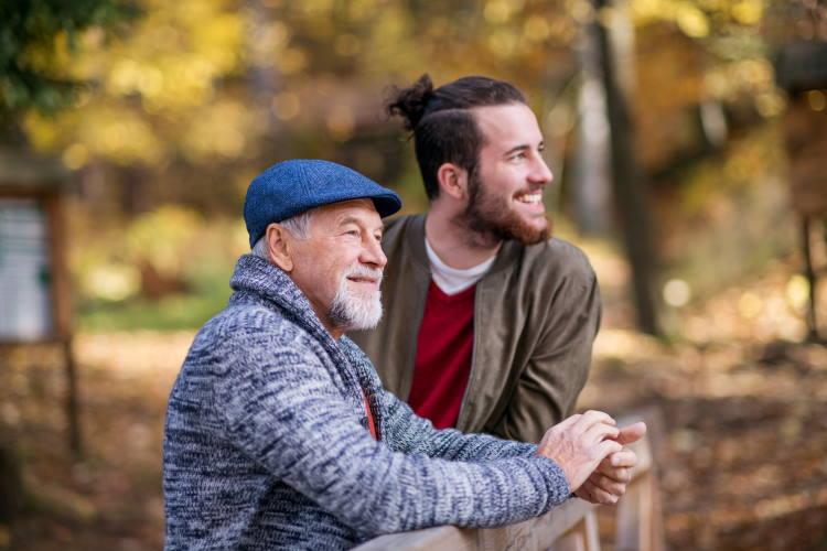 """""""Κάθισε λιγότερο, περπάτα περισσότερο"""": Η απόλυτη συμβουλή των ειδικών για την πρόληψη των καρδιαγγειακών νόσων"""